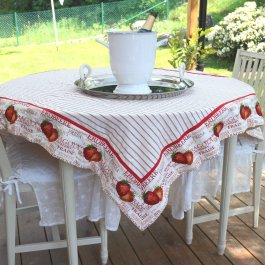 Tablecloth Strawberry, 130 x 130 cm