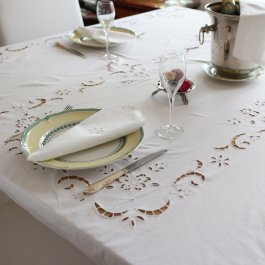 Tablecloth Embroidery  with 6 napkins , 180 x 270 cm white