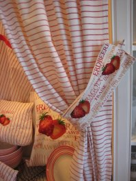 Curtain Strawberry with tie-back, 110 x 250 cm