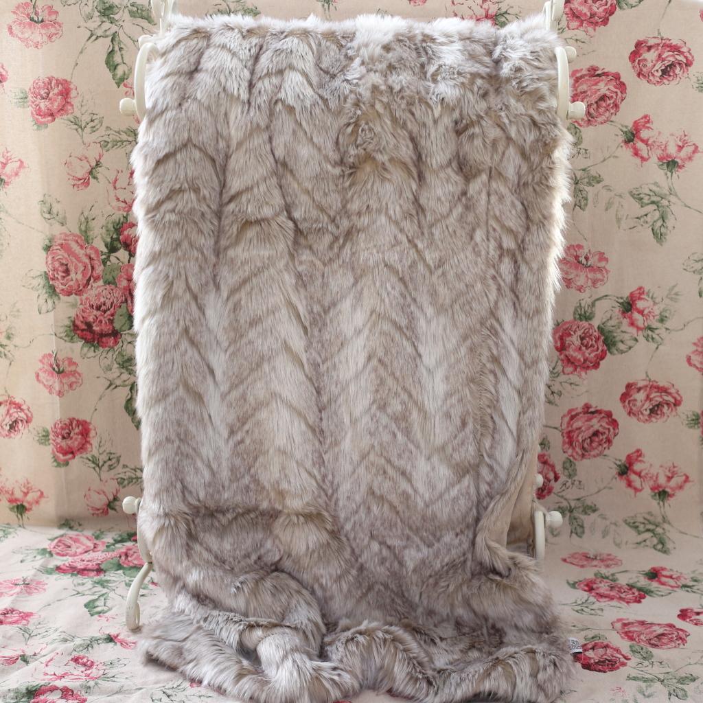 Throw Arctic Fox Faux Fur 130 X 180 Cm Faux Fur Animalpatterned Throws Laliving Fi