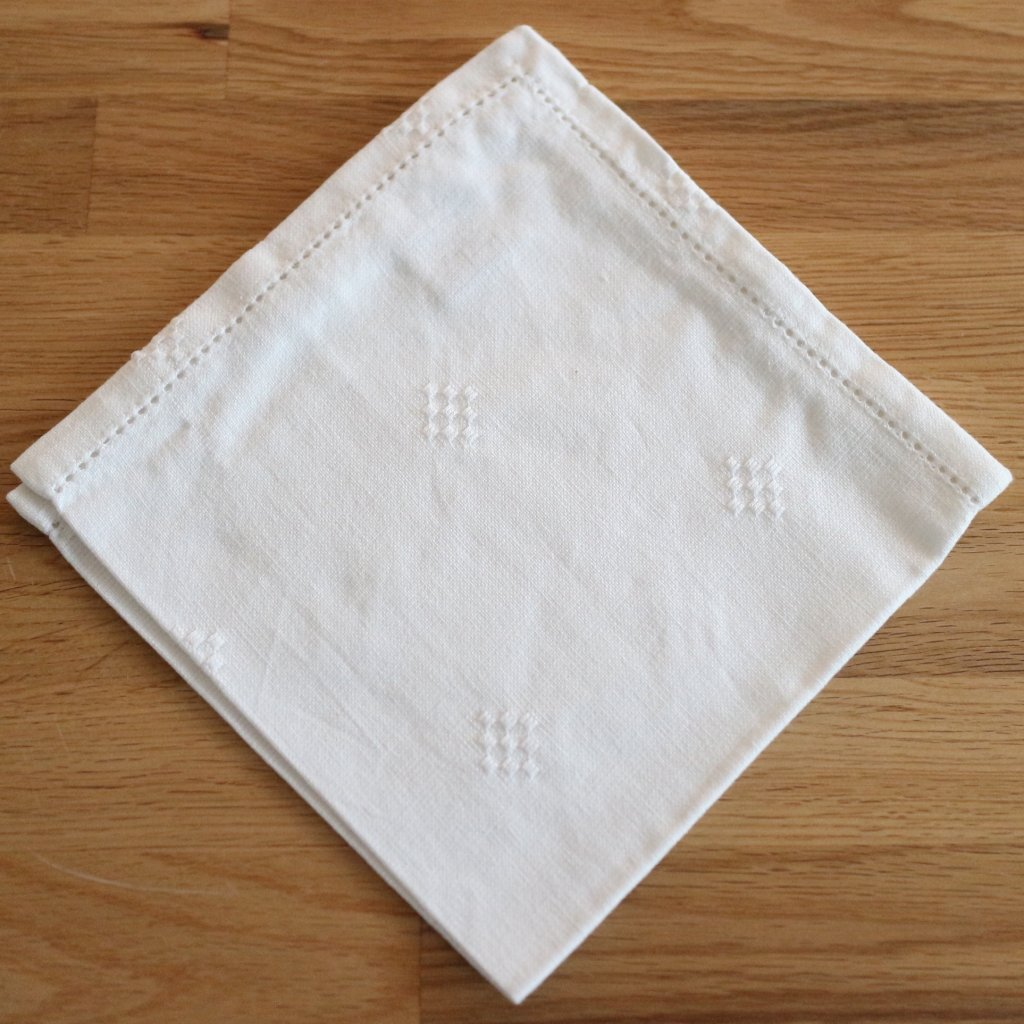 Napkin hemstiches Emma white 40 x 40 cm Cloth Napkins  : servettmiccisvitmbrodyr1 from laliving.fi size 1024 x 1024 jpeg 167kB